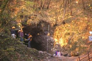 Montaggio rete Grotta Ferrera @Felice Farina